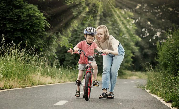 Učenje otroka vožnje s kolesom